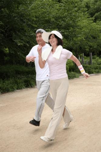歩行で血流促進と筋力維持を